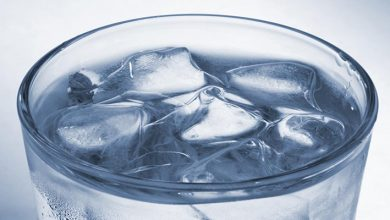 مضرات نوشیدن آب یخ در حمام و بعد از آن