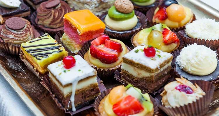 مضرات زیاده روی در مصرف شیرینی جات
