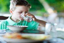 مضرات نوشیدن آب هنگام غذا خوردن