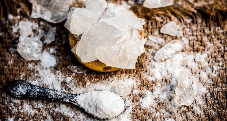 راهکار طب سنتی برای سفیدی دندان با استفاده از زاج سفید