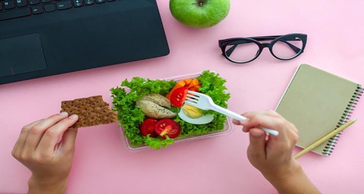 ارتباط بین نوع تغذیه و شغل