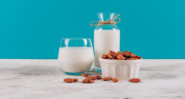 طرز تهیه شیر بادام در طب سنتی