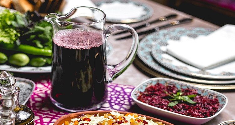 طرز تهیه شربت عسل و آب زرشک