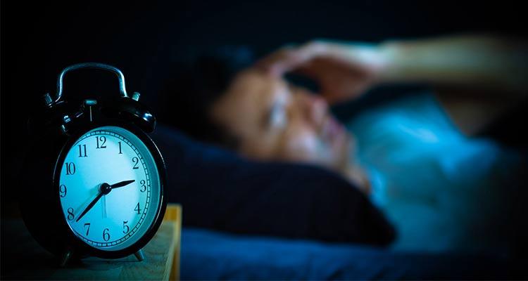درمان بی خوابی با تدابیر طبیعی طب سنتی