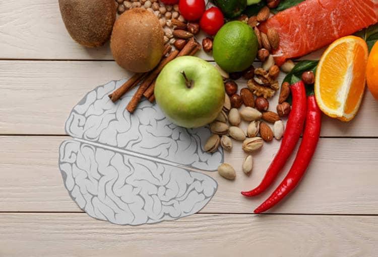تغذیه چه نقشی در سلامت جسم و روان دارد؟