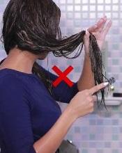 شانه کردن موی خیس ممنوع!