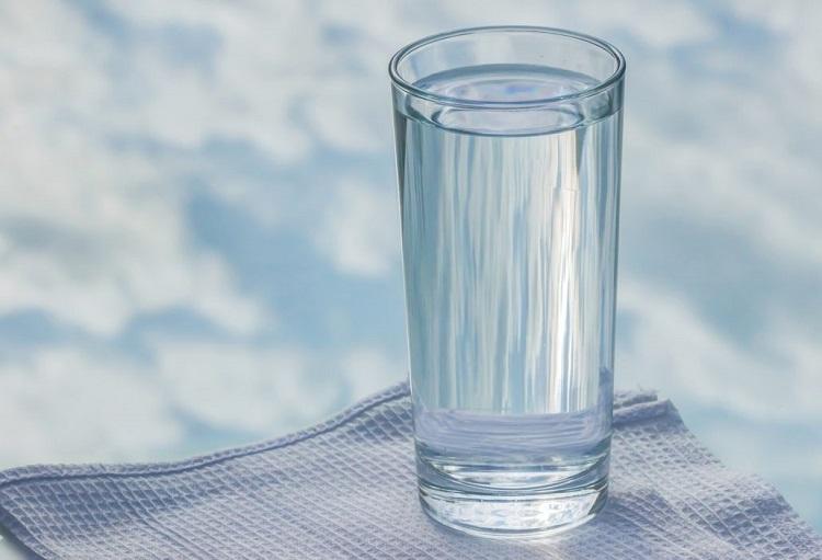 آیا نوشیدن روزانه آب گرم در صبح ناشتا باعث پاکسازی معده میشه؟