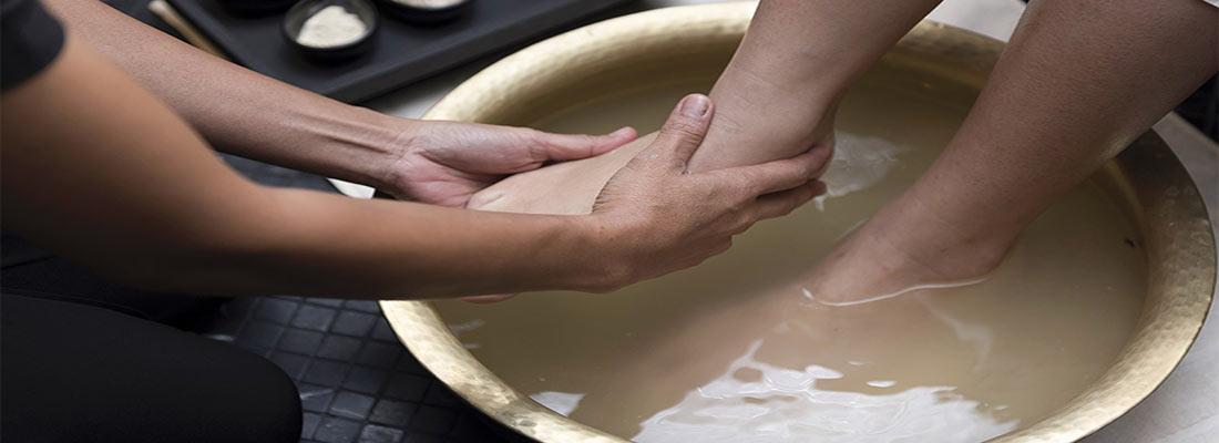 حمام و آبزن آب گرم برای پا