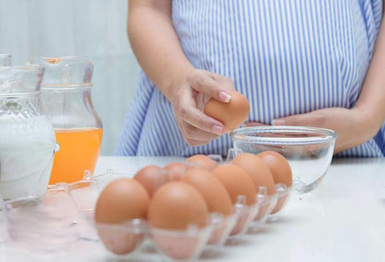 با تخم مرغ، خونریزی بارداری را بندآورید!