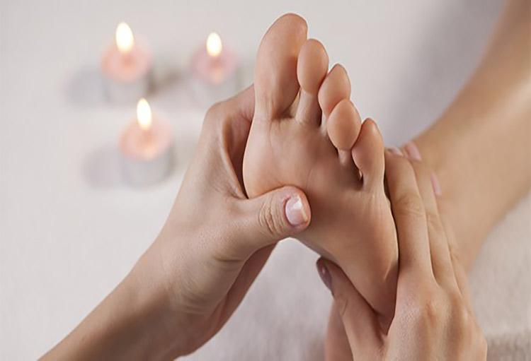با ماساژدرمانی یا رفلکسولوژی کف پا، کارکرد بدن را متعادل کنید!